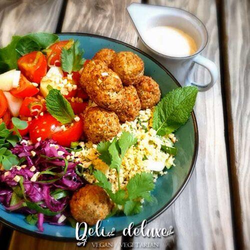 Falafelbowl mit Orangen couscous