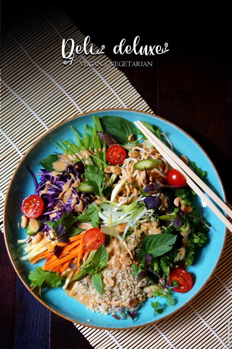 Knackige Thai-Quinoa-Bowl mit Erdnusssauce 🥕🥕